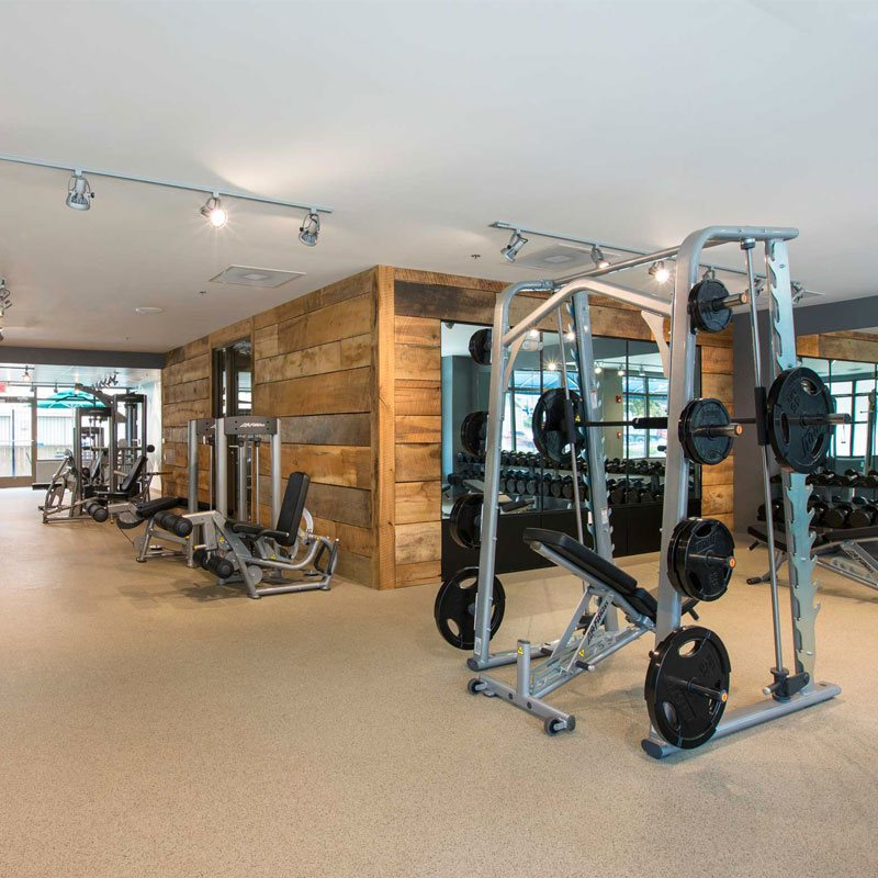 CLUBROOM & RESIDENT FITNESS CENTER