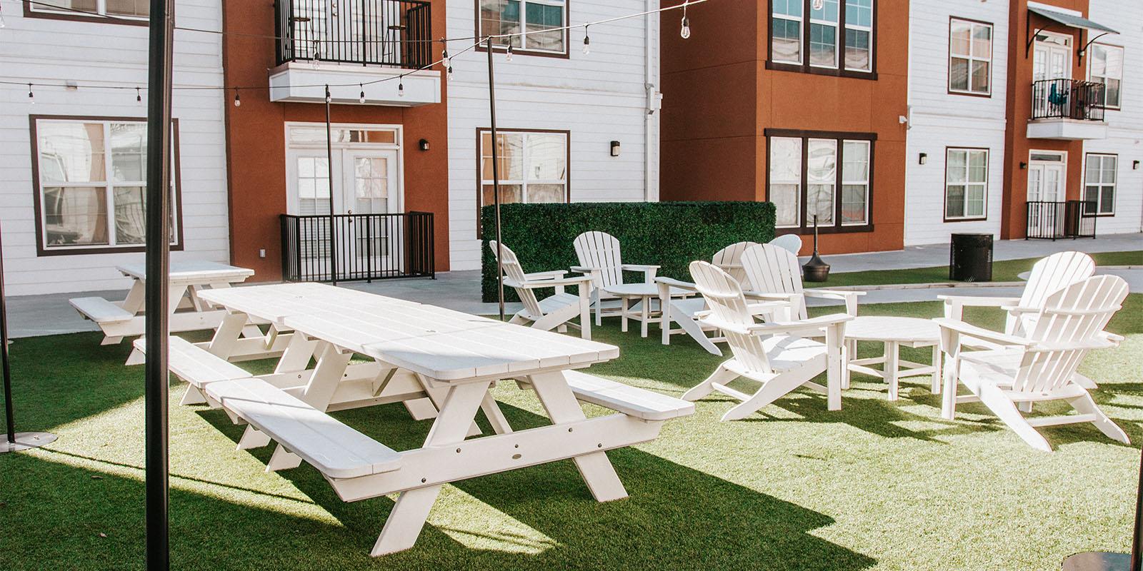 Courtyard & Outdoor <br/>Amenity Areas gallery image 1